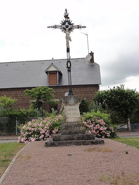 Saint-Paul-aux-Bois (Aisne) croix de chemin au bourg
