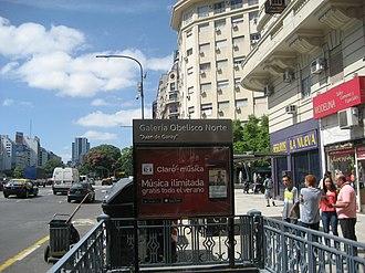 Diagonal Norte (Buenos Aires Underground) - Image: Salida de Subte y Galería Obelisco Norte sobre Cerrito