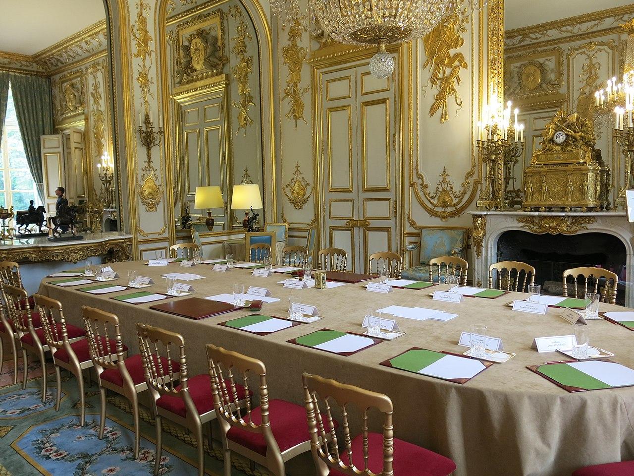File salon des ambassadeurs du palais de l 39 lys for Video du salon de l erotisme