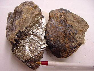 Samarskite-(Y) - Samarskite specimen, broken to show fresh surface