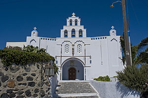 Santorini pyrgos kastellkirche 160707