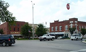 Scottsville, Kentucky - Scottsville's square contains a handful of shops.