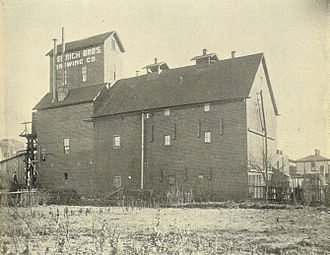 Cascade, Seattle - Hemrich Brothers' Brewing Company (built 1897, pictured 1900), Howard Ave. N. (now Yale Ave. N.), between Republican and Mercer Streets