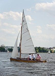 Seegelboot auf der Außenalster.jpg