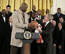 O'Neal con gli Heat insieme a Dwyane Wade alla casa bianca, per la vittoria del titolo NBA 2006