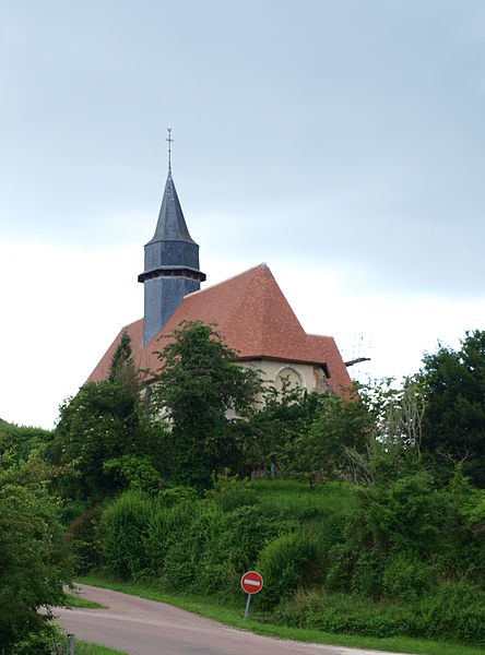 Sommecaise (Yonne, France) , l'église vue depuis le carrefour des D3 & D57