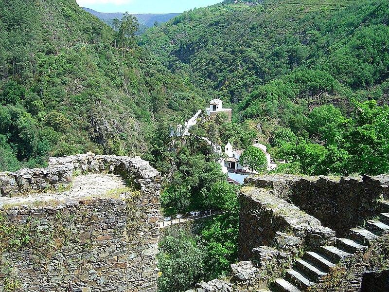 Image:Sra. da Piedade vista do castelo da Lousã.jpg