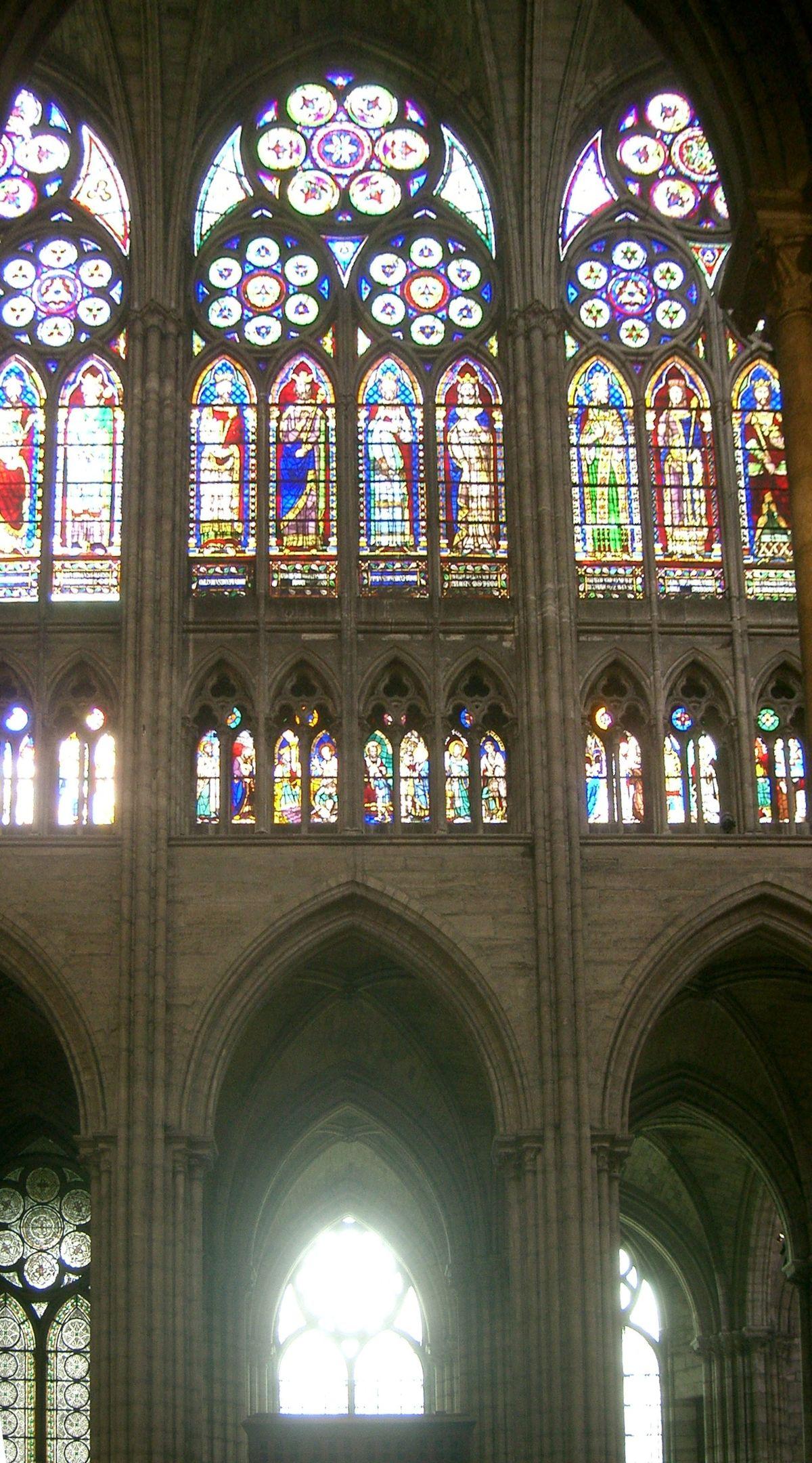 Cleristorio wikipedia - Finestre circolari delle chiese gotiche ...