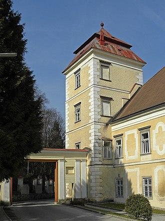 Lilienfeld Abbey - Image: Stift Lilienfeld Eckturm und Durchfahrt an der Klosterrotte