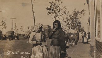 Mundare - Two Ukrainian women on the street in Mundare, 1911