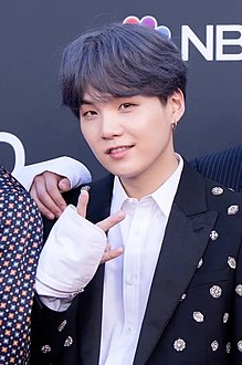 Suga on the Billboard Music Awards red carpet, 1 May 2019 01.jpg