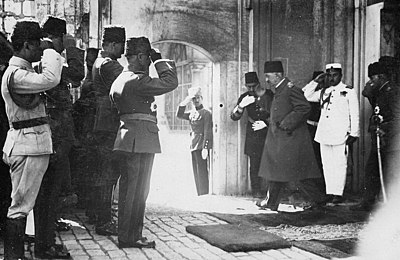 Mehmed VI, the last Sultan of the Ottoman Empire, leaving the country after the abolition of the Ottoman sultanate, 17 November 1922 Sultanvahideddin.jpg