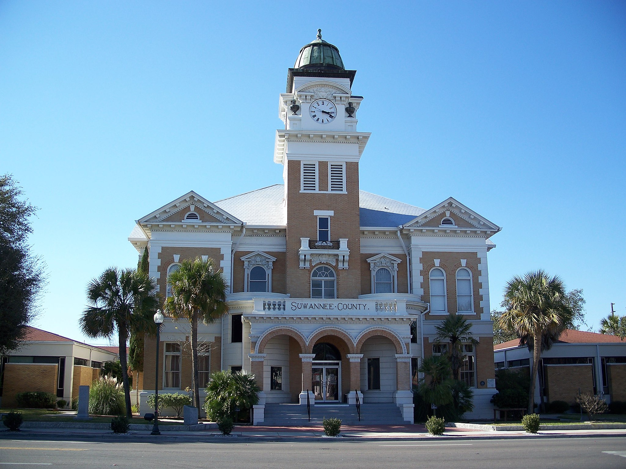 Suwannee County Courthouse01