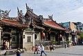 Taipeh Longshan-Tempel Erster Hof 1.jpg