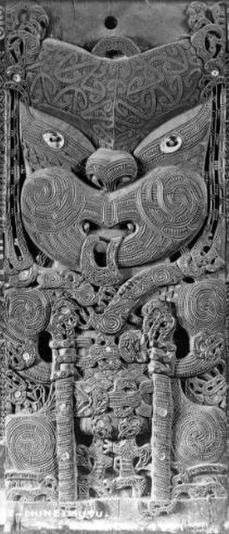 Tama-te-kapua - Tama-te-kapua, ancestor of Te Arawa, depicted in a carving at Tamatekapua meeting house in Ohinemutu, Rotorua, circa 1880. Tama-te-kapua is holding the stilts he used when he stole breadfruit from a tree belonging to Uenuku in the mythical homeland, Hawaiki.