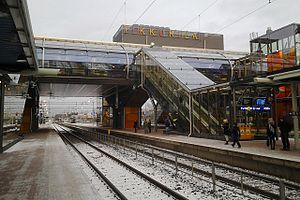 Tikkurila station - Image: Tikkurilan asemasilta etelästä 2015 01 07