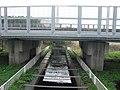 Tokaido Shinkansen Hongoda irrigation ditch bridge 02.jpg