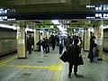 TokyoMetro-mitsukoshimae-platform-ginza-line.jpg