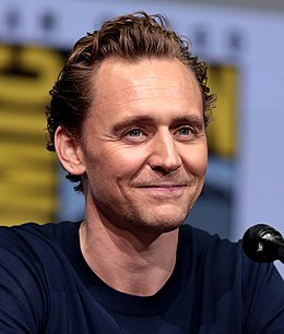 Tom Hiddleston (36243187025) (crop).jpg