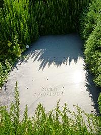 Tomba di Italo Calvino nel cimitero di Castiglione della Pescaia.JPG