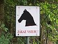 Uhříněves, obora, zákaz vstupu pro koně.jpg