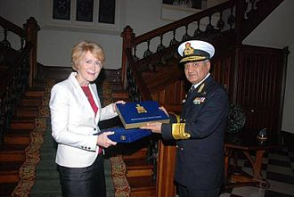 Kerry Sanderson - Sanderson receives a memento from Indian Navy Vice Admiral Satish Soni.