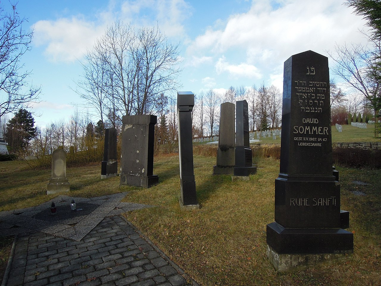 Valašské Meziříčí, židovský hřbitov (01).jpg