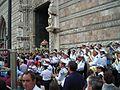 Varetta processionale (fercolo) della Madonna della Lettera e della reliquia del Sacro Capello - Uscita dal Duomo di Messina - 3 giugno 2008.jpg