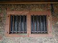 Vergitterte Fenster Ireneturm Tromm.JPG