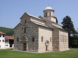 Visoki Dečani, exterior view (Julian Nyča).jpg