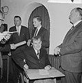 Visser Neerlandia prijzen uitgereikt, Rudolf Korver (Amsterdams scholier) kreeg , Bestanddeelnr 917-4525.jpg
