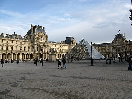 The Louvre Palace Vista exterior del Museo del Louvre.JPG