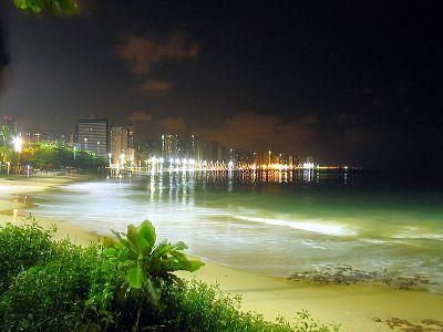Vista noturna da praia do nautico.jpg