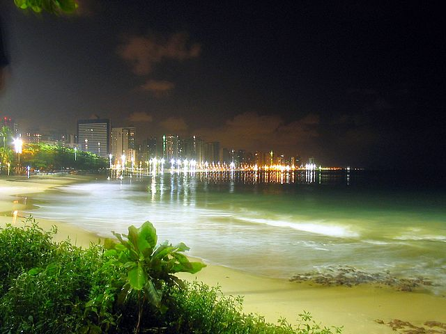 Praia do Nautico by http://commons.wikimedia.org/wiki/User:Davidandrade