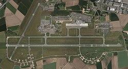 Vue satellite Aéroport de Lille-Lesquin en 2012.jpg