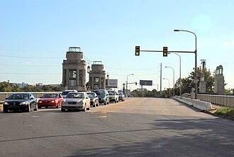 University Avenue Bridge - Image: WTP A10 youcanlookitup 2