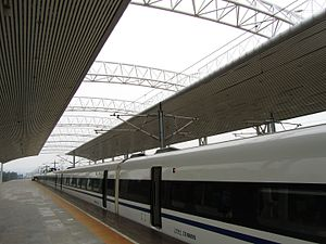 Weinan North Railway Station - A CRH-train at the platform of the station