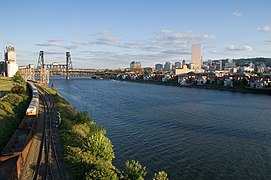 Willamette River Portland Oregon.jpg