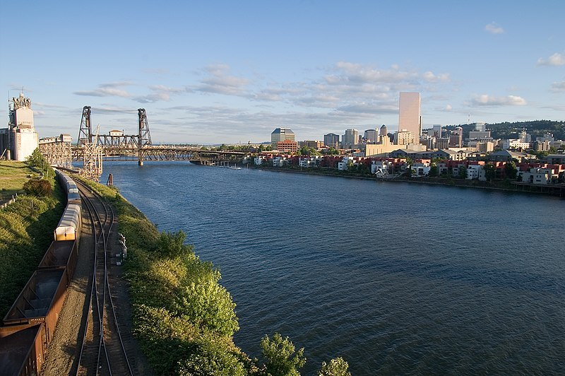 Datei:Willamette River Portland Oregon.jpg