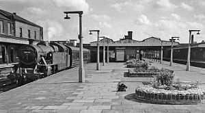 Willesden Junction station - Willesden Junction main line station - end of platform view in 1962 looking towards Euston