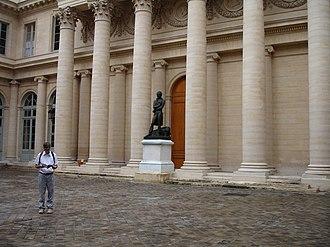 Marie François Xavier Bichat - Image: Xavier Bichat statue 1