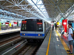 Beitou Station - A Xinbeitou Branch Line train approaches on Platform 4.