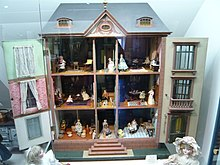 https://upload.wikimedia.org/wikipedia/commons/thumb/0/0e/Z%C3%BCricher_Spielzeugmuseum_1000765.jpg/220px-Z%C3%BCricher_Spielzeugmuseum_1000765.jpg