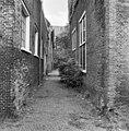 Zuidelijke toegang tot binnenplaats links de westvleugel - Leiden - 20135228 - RCE.jpg