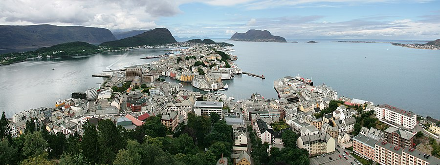Ålesund, panorama from Aksla 3318.jpg