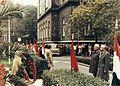 Üllői út 26. SOTE (ma Semmelweis Egyetem) parkja november 7-i koszorúzás alkalmával. Fortepan 74562.jpg