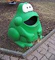 Šanovské sady, odpadkový koš - žába.jpg