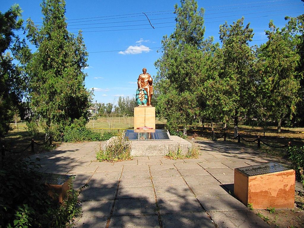 Братська могила у селі Новопілля