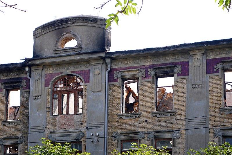 """Готель """"Лондон"""" (мур.), Умань. Автор Posterrr, вільна ліцензія CC BY-SA 4.0"""