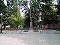 Меморіальне кладовище 4 індивідуальні могили (обеліск).jpg